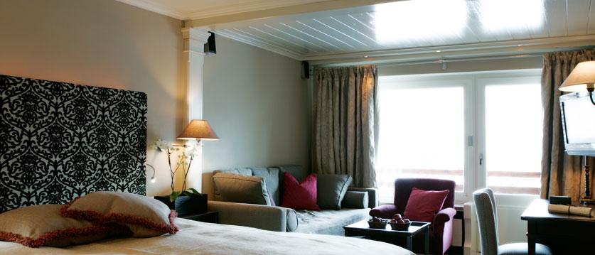 austria_arlberg-ski-area_lech_Hotel-Berghof_arlberg_double bed_ seating.jpg